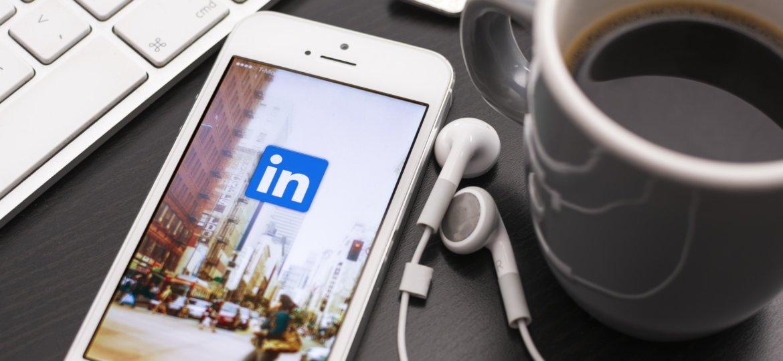 de voordelen van linkedin advertising wordt bekeken